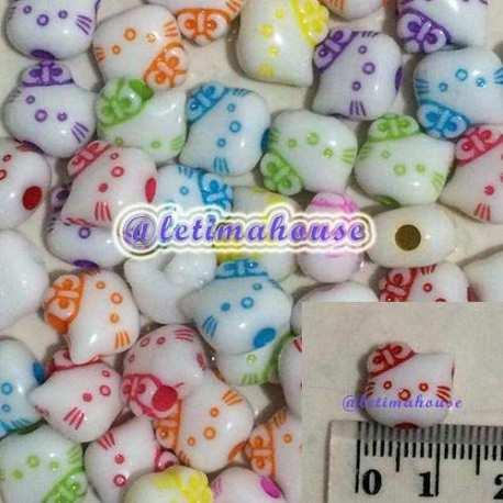 Manik-manik plastik Hello Kitty