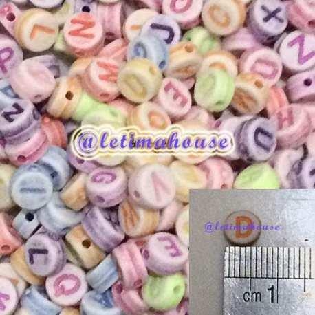 Manik-manik plastik Huruf warna warni Bulat